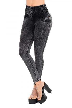 Jeans de moda colombia, tiro alto, levanta cola, color gris medio. Te ayuda a controlar esos rollitos indeseados, resalta tus curvas, aplana tu abdomen y moldea tus piernas con un efecto de control.