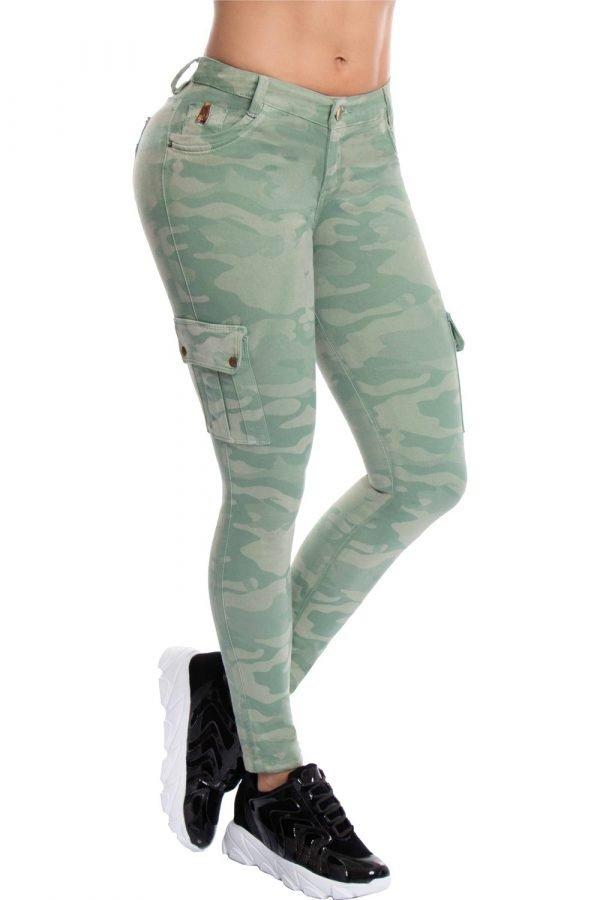 Jeans tipo cargo estampado camuflado B 475